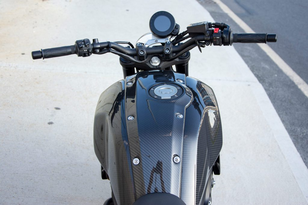 XSR900_Chimera_Tank_Shop_Images_3_outdoor